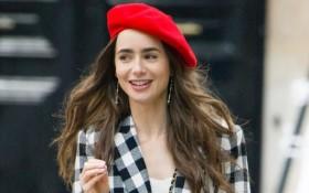 Nữ chính Emily in Paris bật mí chai nước hoa chuẩn gái Pháp, muốn ghi điểm ngọt ngào thì hội chị em hãy hóng ngay