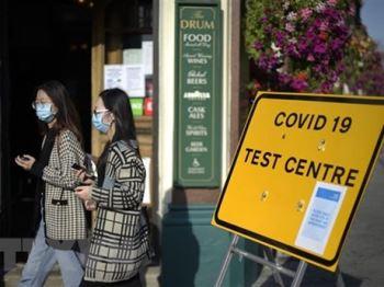Anh siết chặt hạn chế, Italy ghi nhận số ca mắc COVID-19 mới tăng mạnh