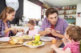 Có 3 điều nên làm và 2 điều cấm kỵ sau bữa ăn giúp bạn kéo dài tuổi thọ