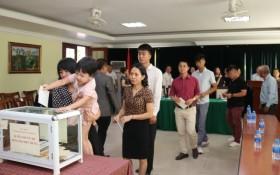 Đại sứ quán Việt Nam tại Lào quyên góp ủng hộ đồng bào bị lũ lụt