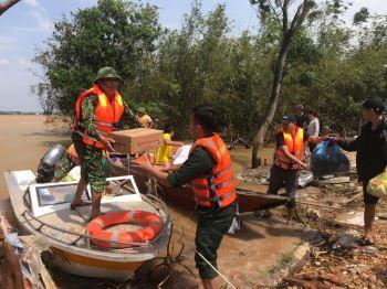 Bộ LĐTB&XH trình Thủ tướng cấp bổ sung 6.500 tấn gạo cứu trợ Nhân dân 4 tỉnh miền Trung