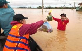 Huy động trực thăng cứu trợ đồng bào vùng lũ miền Trung