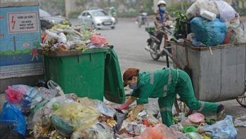 Đường Hà Nội lại ngập rác