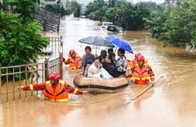 132 người chết và mất tích do mưa lũ, hơn 90.000 người dân miền Trung vẫn đang sơ tán