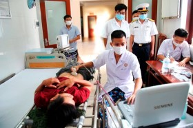 Quân y đảo Trường Sa cứu sống ngư dân bị viêm ruột thừa cấp