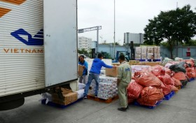 Chuyển phát miễn phí hơn 39 tấn hàng cứu trợ đồng bào miền trung