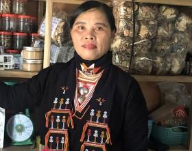 Người phụ nữ tài ba nổi tiếng mát tay chữa khỏi đau nhức xương khớp