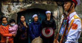 Lễ tang đẫm nước mắt ở quê nhà Hà Nội của Thiếu tướng hy sinh khi làm nhiệm vụ ở Rào Trăng 3