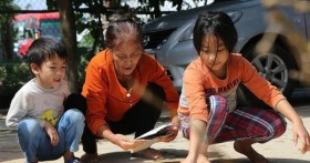 Nhà xuất bản Giáo dục Việt Nam hỗ trợ 25% sách giáo khoa mua tặng học sinh vùng lũ