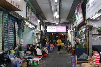 Hẻm nail Sài Gòn ngay chợ Bến Thành rôm rả 10 năm qua, nay Covid-19 còn đâu?