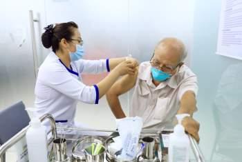 Sẵn sàng tiêm vắc-xin ngừa COVID-19 cho hơn 900 nhân viên y tế ở TPHCM