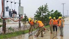EVNNPC: Tăng cường biện pháp an toàn công tác kiểm tra, khắc phục hậu quả mưa lũ