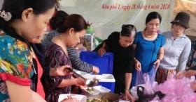Phụ nữ Quảng Trị nấu ăn miễn phí cho thân nhân của 22 chiến sĩ hy sinh ở Sư đoàn 337 và người dân vùng ngập lũ