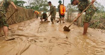 Những cách đơn giản và rẻ tiền giúp hô biến nước lũ thành nước sạch phục vụ sinh hoạt mùa mưa bão