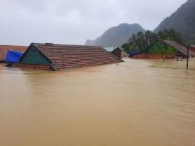 Cư dân mạng nước ngoài cầu nguyện trước bão lũ miền Trung: Người Việt Nam kiên cường