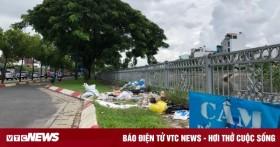 Bãi rác tự phát tấn công con đường đẹp nhất Sài Gòn