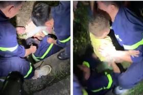 Giải cứu bé trai 17 tháng tuổi bị mắc kẹt dưới nắp cống thoát nước
