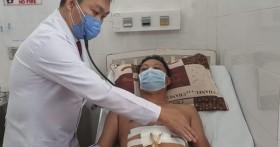 Bỏ qua các thủ tục, bác sĩ khẩn cấp cứu sống bệnh nhân bị đâm thủng tim