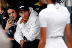 Vì sao tiền đạo Neymar được ví như 'tắc kè hoa' trong thời trang