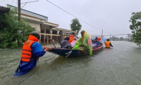Thiệt hại do mưa lũ tại miền Trung: 105 người chết, 27 người mất tích