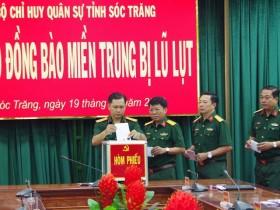 Sóc Trăng: Cán bộ, chiến sĩ chung tay ủng hộ đồng bào miền Trung bị lũ lụt