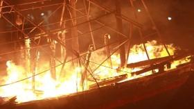 4 tàu cá của ngư dân bốc cháy dữ dội trong đêm