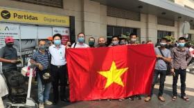 Gần 330 công dân Việt Nam từ Angola được đưa về nước an toàn