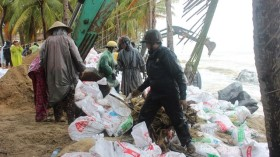 Quảng Nam: Dựng đê mềm chống triều cường ăn bờ biển Cửa Đại