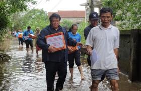 Cứu trợ người dân xứ Huế trong đợt lũ khủng khiếp chưa từng thấy