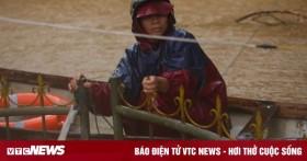 Quảng Bình đề nghị dùng trực thăng, người nhái tiếp tế dân vùng lũ