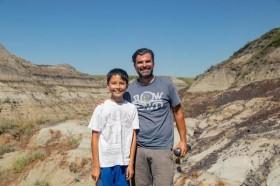 Đang đi bộ bất ngờ tìm thấy hóa thạch khủng long 69 triệu năm tuổi