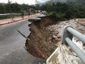 Điểm danhcác đoạn đường ngập lụt, sạt lở tại miền Trung