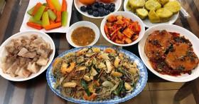 Nấu cơm tươm tất ngày bố mẹ đẻ lên thăm thì chồng khắc nghiệt: Chỉ biết ăn không ở không, vợ lập tức đáp trả bằng hành động khiến anh ta chết điếng