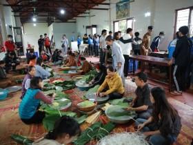 Người dân Thủ đô gói 10.000 bánh chưng chay gửi vào miền Trung