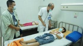 20 học sinh tiểu học ở TP HCM nhập viện do nghi ngộ độc thức ăn tại trường