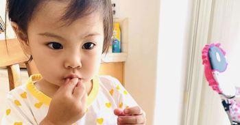 Không hổ danh thánh ăn, con gái ca sĩ Thanh Thảo mới hơn 2 tuổi đã ăn được món mà nhiều người thấy sợ