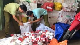 Đẩy mạnh truy quét thuốc lá nhập lậu bày bán công khai