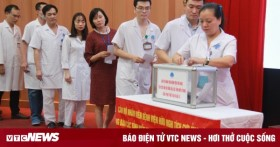 Bệnh viện Hữu Nghị ủng hộ đồng bào miền Trung 250 triệu đồng