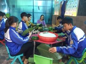 Thầy cô, học sinh Nghệ An gửi lá lành về rốn lũ miền Trung