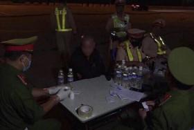 Hà Nội: Liên tiếp phát hiện lái xe dương tính với ma túy và sử dụng rượu bia trên cao tốc