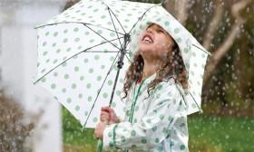Mách mẹ những mẹo hay để bảo vệ sức khỏe cho trẻ trong mùa mưa