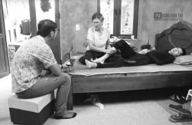 Chuyện người mẹ mù lòa chăm con ung thư gan