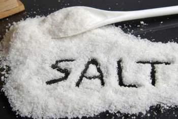 Giảm ăn muối để phòng bệnh không lây nhiễm