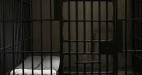 Nghi phạm giết người bị 5 cảnh sát hiếp dâm tập thể