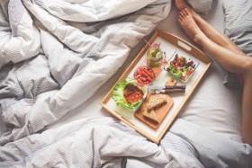 Những thực phẩm nên và không nên sử dụng trước khi đi ngủ