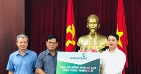 Vietcombank ủng hộ 11 tỷ đồng, chung tay cùng cán bộ, chiến sỹ và đồng bào miền Trung vượt qua khó khăn trước thiên tai, lũ lụt