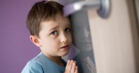 Cha mẹ nên làm gì khi con bắt gặp đang làm chuyện tế nhị?