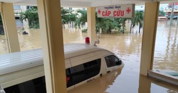 Đảm bảo nước sạch, vệ sinh môi trường, quản lý chất thải y tế trong mùa bão lũ