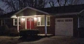 Bé 11 tuổi tìm thấy cha mẹ mắc Covid-19 chết tại nhà