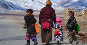 Phương pháp giáo dục trẻ nhỏ ở Tây Tạng: 1 tuổi coi là vua, 5 tuổi là nô lệ, nghe thì ngược đời nhưng càng ngẫm càng thấy đúng
